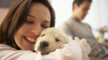 Los diferentes gastos que implica tener una mascota suelen ser sustentados por la mujer (Getty Images)