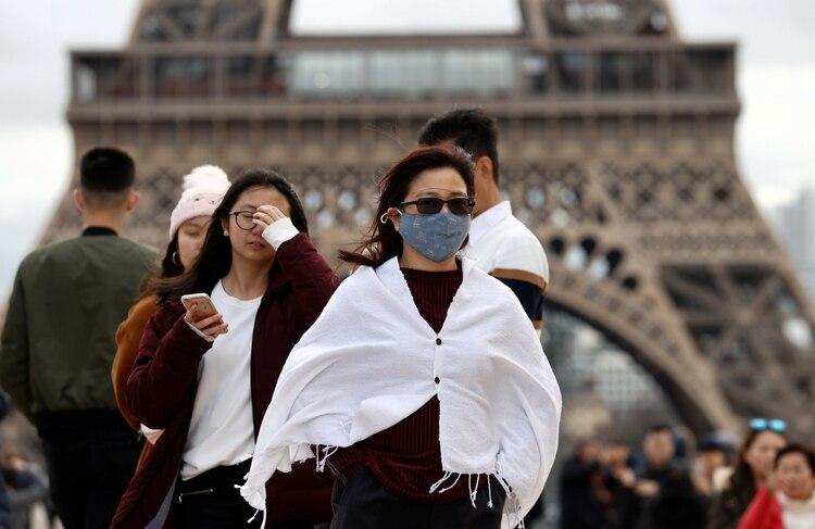 Turistas recorren París (REUTERS/Gonzalo Fuentes)