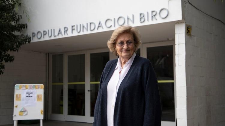 Mariana Biró y la Biblioteca de la Fundación Biró, que queda en la plaza continua a la Estación Colegiales y frente a la Escuela del Sol.