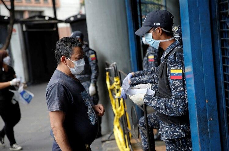 La dictadura venezolana reconoció el primer muerto por coronavirus ...