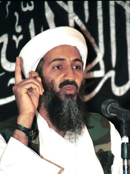 Osama bin Laden en una de sus habituales prédicas