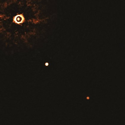 La estrella joven llamada TYC 8998-760-1 similar al Sol con dos planetas gigantes (AP)