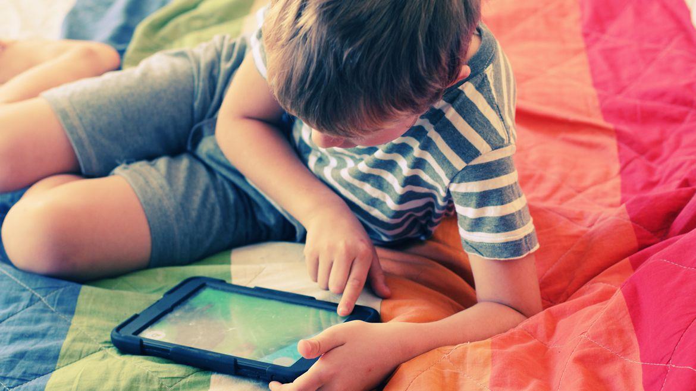 Se aconseja que los menores de 12 años no pasen más de dos hora jugando videojuegos. (Shutterstock)