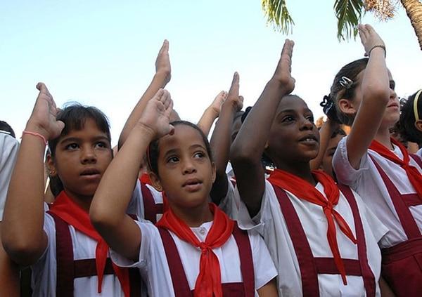 Cada mañana en la escuela, los niños prometen ser como el Che
