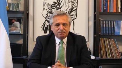 El presidente durante el anuncio grabado, con corbata verde