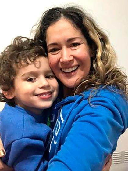 Lorena y su hijo Rafael (Foto: gentileza familia de Rafael Mills)