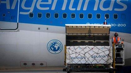 Llega un nuevo cargamento con 500 mil vacunas Sputnik V y Argentina superará las 12 millones de dosis recibidas