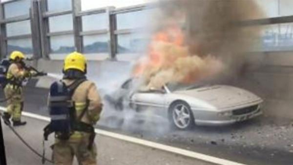 Los bomberos en la escena del incidente