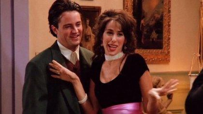 """Matthew Perry y Maggie Wheeler en un escena de """"Friends"""""""