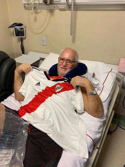 Antes de regresar a su país, Terry Bulmer adquirió la camiseta de River