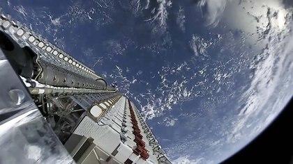 Los satélites antes de ser desplegados en órbita terrestre