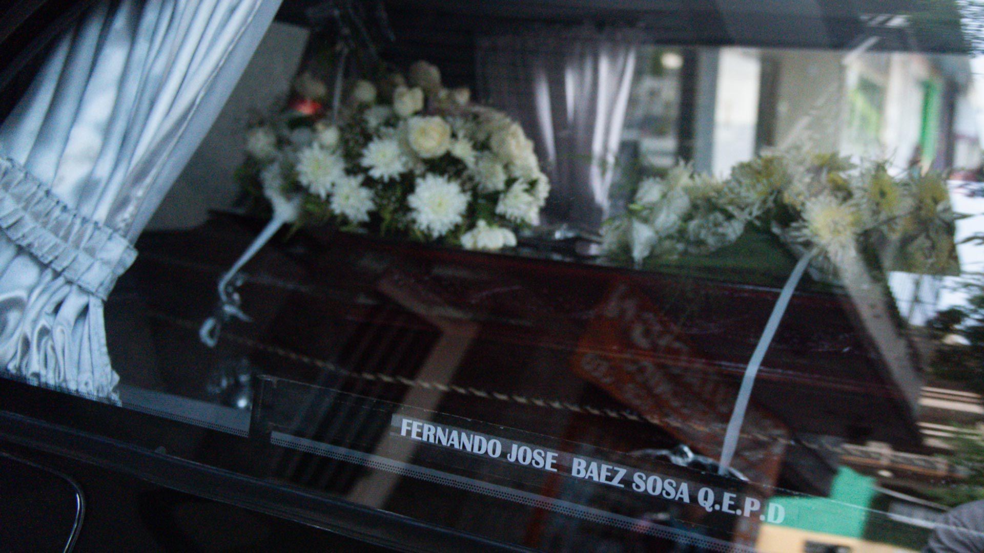 Familiares, amigos y la novia de Fernando Báez Sosa despidieron los restos del joven en el cementerio de Chacarita (Adrián Escandar)