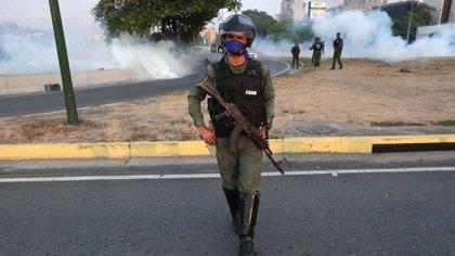 Los militares también sufren los efectos de la crisis humanitaria de el país caribeño. (EFE)