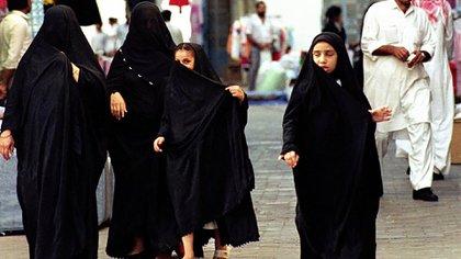 Mujeres y niñas en Arabia Saudita (AP)