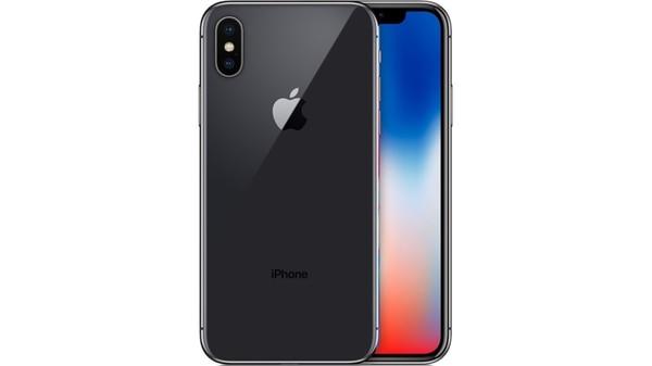 """El grupo estadounidense, que cada año saca a la venta un nuevo modelo de iPhone, reveló el 21 de diciembre que ralentizaba voluntariamente el rendimiento de los teléfonos para """"prolongar su duración"""""""