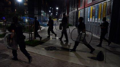 La toma ocurrida en la noche del día en que se llevaron a cabo las elecciones nacionales, fue desarticulada por la Policía de la Ciudad (Franco Fafasuli)