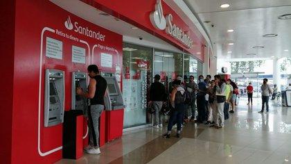 El Banco de México reveló un aumento de 18.2% en depósitos inmediatos durante abril. (Foto: Cuartoscuro)