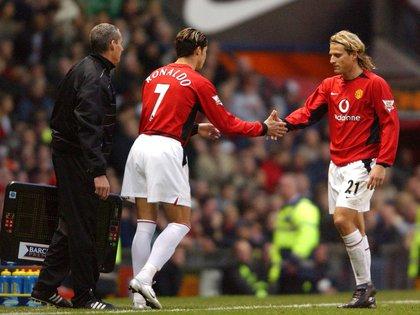 Diego Forlán acompañó a Cristiano Ronaldo en su primera temporada en el Manchester United (Foto: Action Images)