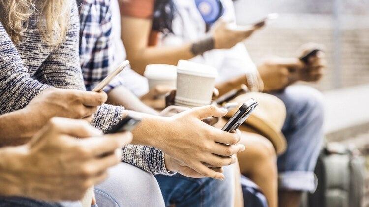 Las actividades familiares también han sido interrumpidas por smartphones, de acuerdo con la investigación de la Escuela de Comunicación y Periodismo de Annenberg. (Foto: Archivo)