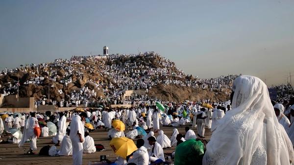 Millones de peregrinos se dirigen a La Meca (AP)