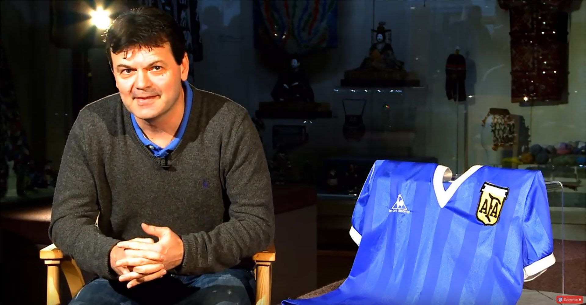 Steve Hodge, quien fue titular en el elenco inglés con la camiseta 18, intercambió su remera con Maradona.