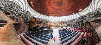 La Iglesia de Temppeliaukio en Helsinki está construida sobre una roca subterránea natural (Shutterstock)