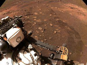 Perseverance asombra con la gran calidad de zoom que tiene su cámara principal en una roca de Marte