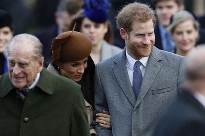 """El duque de Edimburgo calificó como una """"locura"""" la entrevista de Harry y Meghan (AF)"""