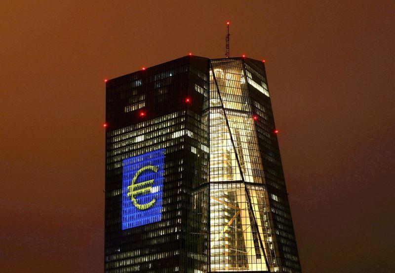 """La sede del Banco Central Europeo (BCE), en Francfort. A fin de año evaluará con el Parlamento Europeo la marcha del proyecto del """"euro digital""""   REUTERS/Kai Pfaffenbach"""