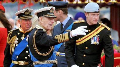 Isabel II rompe una vieja tradición para evitar la humillación pública de Harry en el funeral del príncipe Felipe