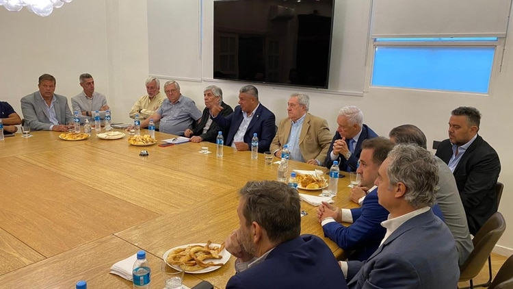 Pablo Toviggino, el Secretario General de la AFA, fue el encargado de difundir las imágenes de la reunión en la AFA entre Tapia y los dirigentes de la máxima categoría (@TovigginoPablo)