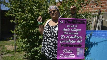"""Delia vio morir a una amiga """"de la esquina"""" y el año pasado escribió su historia en el libro """"Violación consentida: La prostitución sin maquillaje, una autobiografía"""" (Gustavo Gavotti)"""