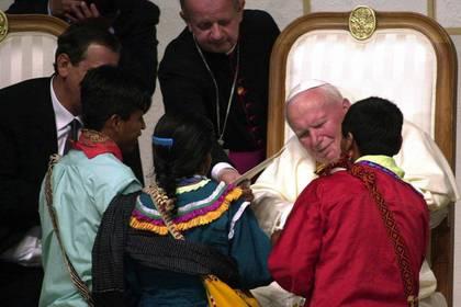 Juan Pablo II reunió a más de 100 mil personas en el Estadio Azteca, una de las noches más emblemáticas para sus fieles (Foto: Cuartoscuro)