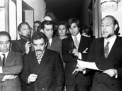 MVLl fue miembro del jurado del premio Biblioteca Breve (que antes había ganado) con Juan García Hortelano, Gabriel García Márquez, Salvador Clotas, José María Castellet e Isabel Mirete. (EFE)