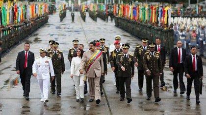 Foto de archivo: La elite militar de Venezuela con Nicolás Maduro durante un desfile en Caracas (Foto-Reuters)