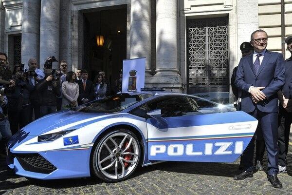 el impresionante nuevo lamborghini de la policía italiana - infobae