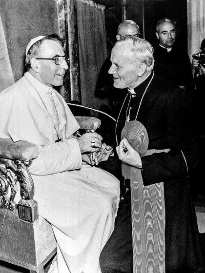El papa Juan Pablo I con quien sería su sucesor, el por entonces cardenal Karol Wojtyla en 1978 (RealyEasyStar)