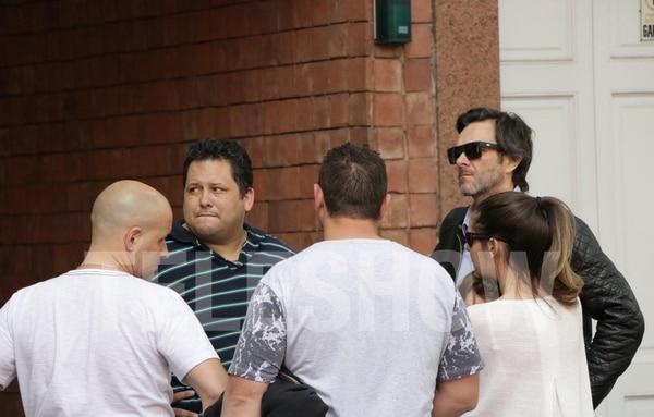 Rodolfo, hermano de Rocío, con amigos y con Gervasio Díaz Castelli, psicólogo de la modelo