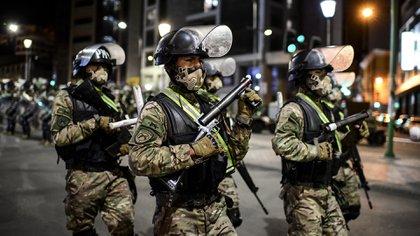 Los miembros del ejército se desplegaron en La Paz, el 17 de octubre de 2020, en vísperas de las elecciones generales. (AFP)