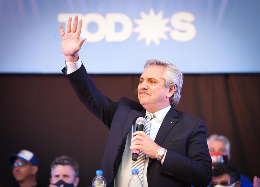 Alberto Fernández, durante su discurso en el acto en la cancha de Nueva Chicago.