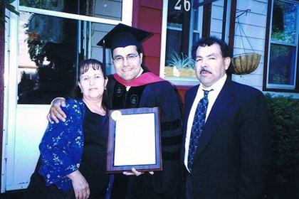 Junto con sus padres