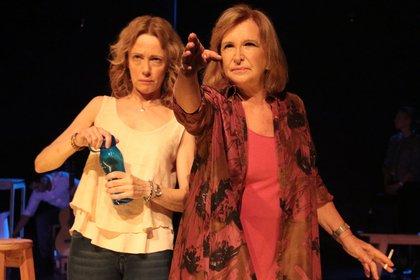 La obra plantea un encadenamiento de encuentros y desencuentros, típicos de la comedia norteamericana
