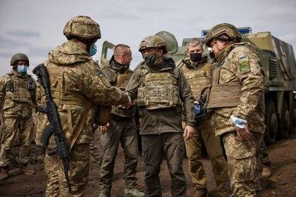 """Il governo dell'Ucraina si riserva il diritto di rispondere """"Se la Russia oltrepassa la linea rossa"""" (Presidenza dell'Ucraina)"""