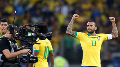 A sus 36 años, Dani Alves fue la figura del Brasil campeón dela Copa América (EFE)