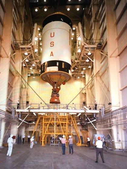 Una de las estapas del Saturno V mientras estaba siendo ensamblado (NASA)