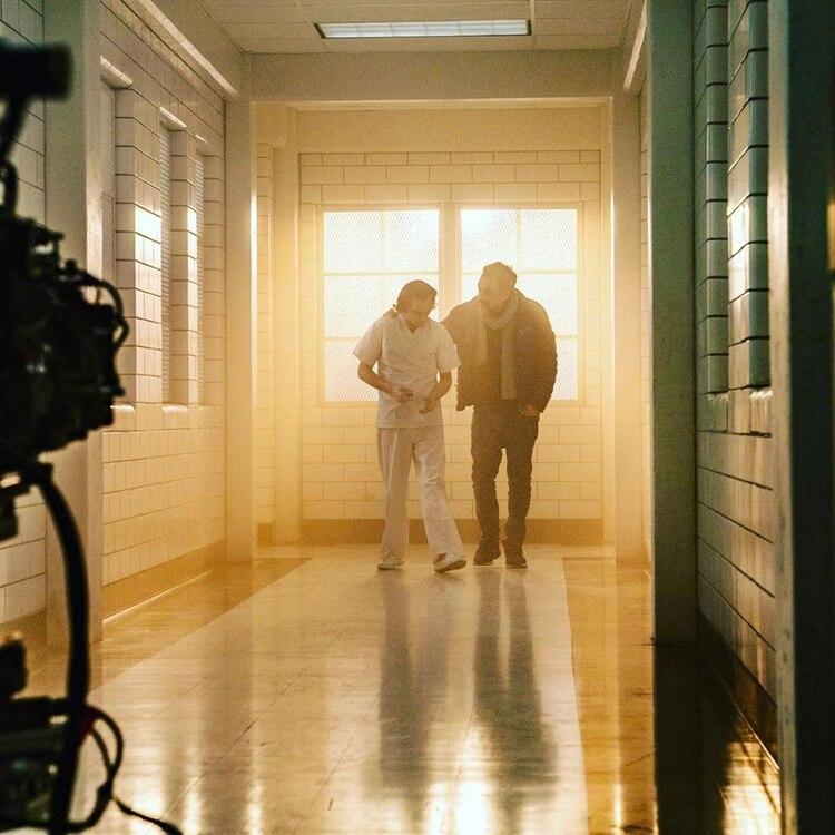 El director le da indicaciones antes de rodar la última escena de la película