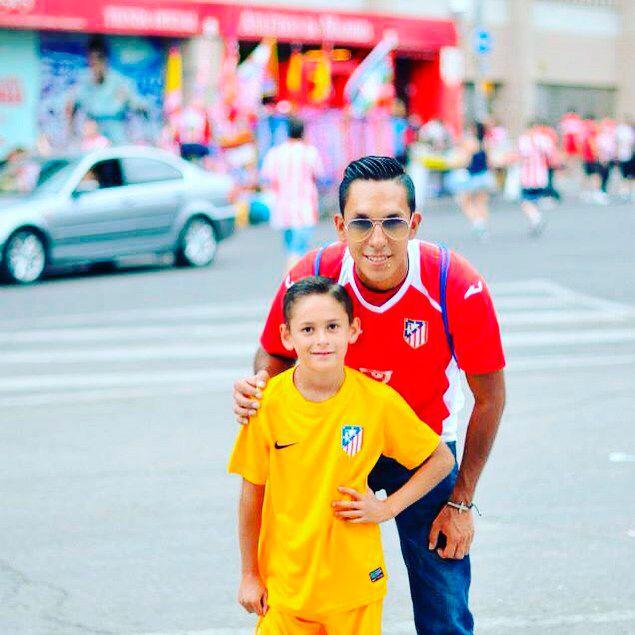Christian era hijo de un fotógrafo peruano llamado Ronaldo Minachola.