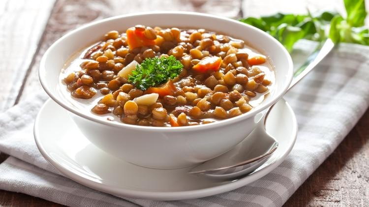 En esta etapa del año se prefieren las comidas más calientes (Getty)