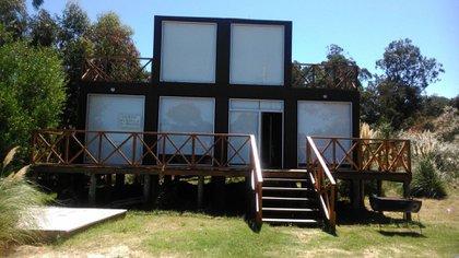 """Casa """"6 Flamencos"""": 180 m2 con suite de 60 m2, jacuzzi, ducha aparte y dos balcones, electricidad tradicional y paneles solares.Año 2012"""
