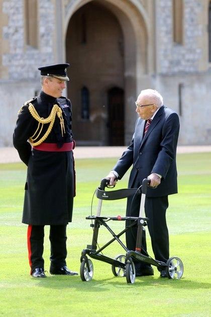 Para su cumpleaños número 100 el mes pasado, fue nombrado coronel honorario y miembro honorario del equipo de cricket inglés